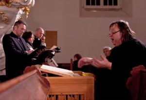 Matthias Eisenberg leitet die Aufführung des Weihnachtsoratoriums in Elstra